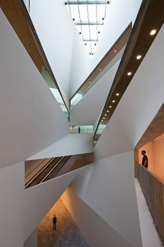 tumblr_ltzvbygw4E1qz8uvvo1_1280.jpg 800×1.200 pixels #after #interesting #lights #architecture #modernism #blank