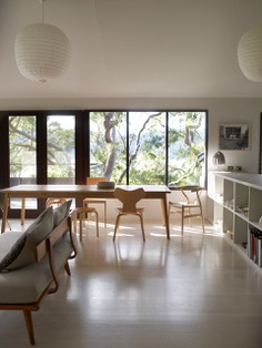 A pair of Noguchi lanterns illuminates the space. Photograph by Richard Powers, from A Modernist Vacation Retreat in Australia, Rental Edition.