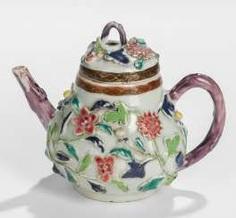 Small teapot made of porcelain with floral decor in Relief #Sets #Tea sets #Porcelain sets #Antique plates #Plates #Wall plates #Figures #Porcelain figurines #porcelain