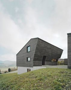 Deep Black Holiday House for a Family of Eight