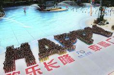 c18_08060297.jpg (JPEG Image, 1247x825 pixels) - Scaled (64%) #happy #water #crowd #people #park #china