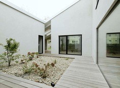 Central gravel garden. Low Budget Brick House by Triendl und Fessler Architekten. © Ditz Fejer. #garden