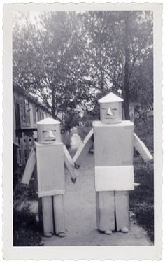 FFFFOUND! | Téléchargement de photo Flickr : 1950's Halloween Robots #robots