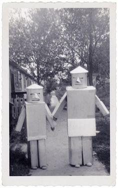 FFFFOUND!   Téléchargement de photo Flickr: 1950's Halloween Robots #robots