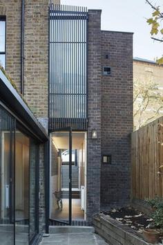 Hugo Road Houseby Robert Rhodes Architecture + Interiors , entrance hall