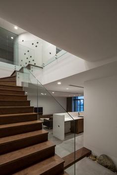 stairs, Ha Noi, Viet Nam / NOWA
