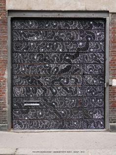 Parisian chalk artist, Philippe Baudelocque beautiful always. #pattern #door #temporary #chalk #art