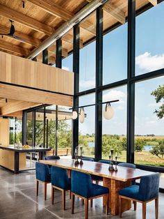 Contemporary Texas Retreat with Double-Height Glass Walls 5