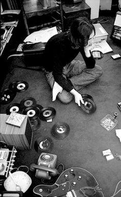 tumblr_ld1r71PWSR1qz6f9yo1_500.jpg (399×648) #john #records #lennon