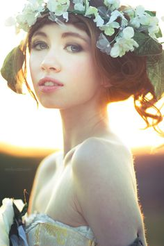 Irish Gypsy on Fashion Served #flower #pose