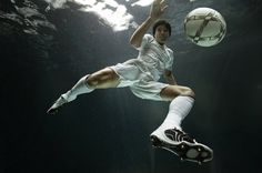 Underwater Photography by Zena Holloway » Creative Photography Blog #inspiration #photography #underwater
