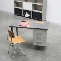 Andre Cordemeijer 7800 series industrial desk at iainclaridge.net #industrial #desk #design #1958