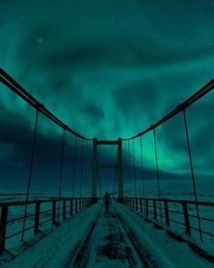 Mikkel Beiter Captures Majestic Northern Lights in Iceland