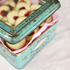 suziebeezie - Old beautiful tin can (by MayaLee Photography) #cookies