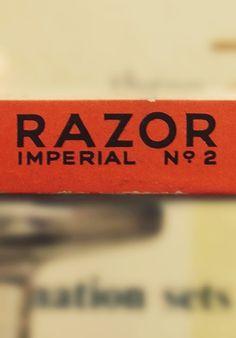 Type Hunting #razor #logo