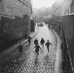 Unknown Photographer Montmartre, 1955 Thanks to undr #white #black #running #photography #and #kids #children