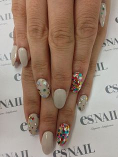 Are you meeting up with old friends? Then go out and feel confident by flaunting this nail art design! It looks wonderful and chic! You can