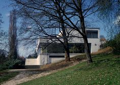 Tugendhat House, by Ludwig Mies van der Rohe, at Brno, Czech Republic, 1930. #architecture #miesvanderrohe