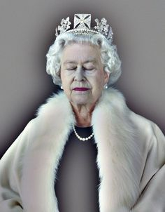 The+Queen%2C+Art+%26+Living+-Lightness+of+Being+_+Chris+Levine.jpg (1252×1600) #photography #queen