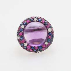 Ladies ring studded with a Amethyst Cabochon
