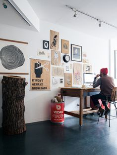 Kevin H. Chung #wood #office #desk #posters #composition