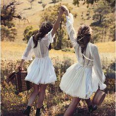 Spring time vibes 🥂🎀 #picnic #rosemilknostalgia #springfashion #inspo