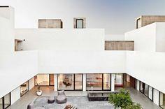 Villa Extramuros / Vora Arquitectura - courtyard hotness. #architecture #minimal #home