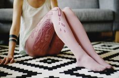this isn't happiness™ (Everybody's got a thing, Caroline Sauvage), Peteski #pattern #pink #photo #tights #legs