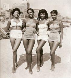 BLACK REPUBLIC • VINTAGE #5 - Group of black womenat the beach...