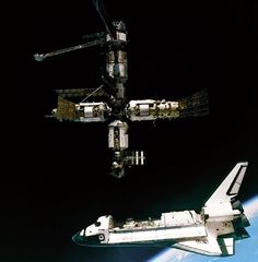 GPN-2000-001071.jpg (640×651) #shuttle #atlantis #nasa #mir #ussr #space #station