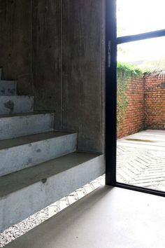 Floating concrete staircase. Home of Wen Hsia and BC Ang. © Marjon Hoogervorst. #concrete #staircase