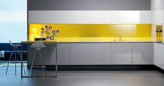 STUA Cocina de diseño minimalista con taburete #logos #design #stool #kitchen #stua