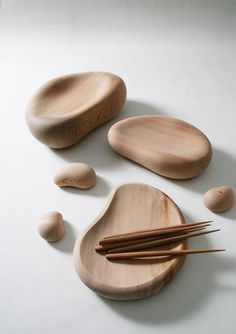 Cedar set by Shinpei Arima and Masayuki Kurokawa. #wood #sticks #plates #vessels #japan