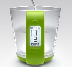 The Smart Measure digital measuring cup from Behance is catered to helping improve your measuring needs in the kitchen #design #product #industrial #kitchen #cup #measuring