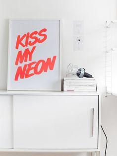 Tumblr #neon #display #simple #photography #kiss