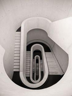 tumblr_lsck1fjuBG1qeyoxro1_500.jpeg (JPEG Image, 500x667 pixels) #stairs #concrete #architecture #white