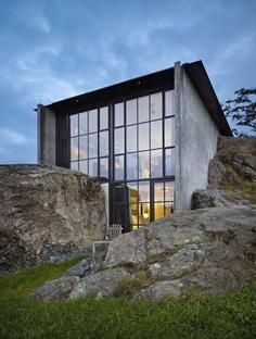 Refuge House Nestled into the Rock 22