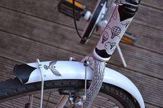 Zaczarowana Walizka #clouds #fender #wings #bicycle #flight #balloons #black #bird #bike #cycling #detail #fork #customized