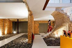 Casa REX Office Is Designed to Highlight the Process of Demolition
