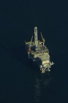 M C S B K E » P H O T O / D E S I G N #rig #ocean #photography #oil