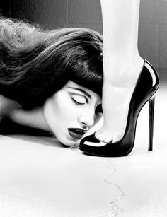MILES ALDRIDGE - The Kiss, 2013 #sexy #white #dominatrix #woman #foot #toes #design #black #kiss #leg #heel #photography #art #and #fetish