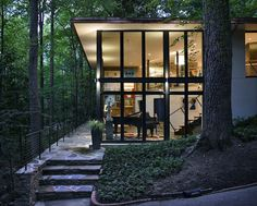 1963 Mountain Brook House in Alabama Gets a Contemporary Update