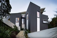 Distinctive Seatoun Heights House With Breathtaking Harbor Views in New Zealand #residence #architecture #massive