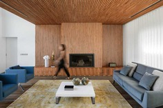 living room with fireplace / Frari – Architecture Network