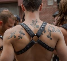 Atomische * Tom Giebel - Folsom Street East 2014 #birds #tattoo