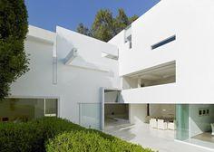 White futuristic residence Tecas 43 #interior #architecture #residence #futuristic