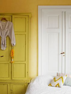 amanda rodriguez styling yellow walls #interior #design #decor #deco #decoration