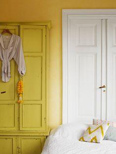 amanda rodriguez styling yellow walls