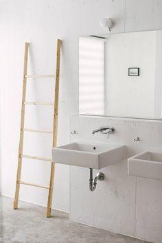 Modern rustic bathroom vanity. Strandwood House by Kilian Piltz and Wolgang Warnkross. #bathroomvanity