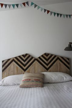 my scandinavian home: Brooklyn home with reclaimed wood #headboard #make #inlay